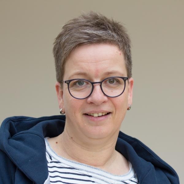 Frau Karin Gausmann